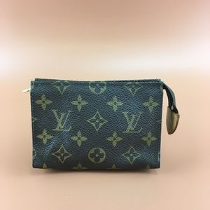 Preowned Louis Vuitton Toiletry pouch 15